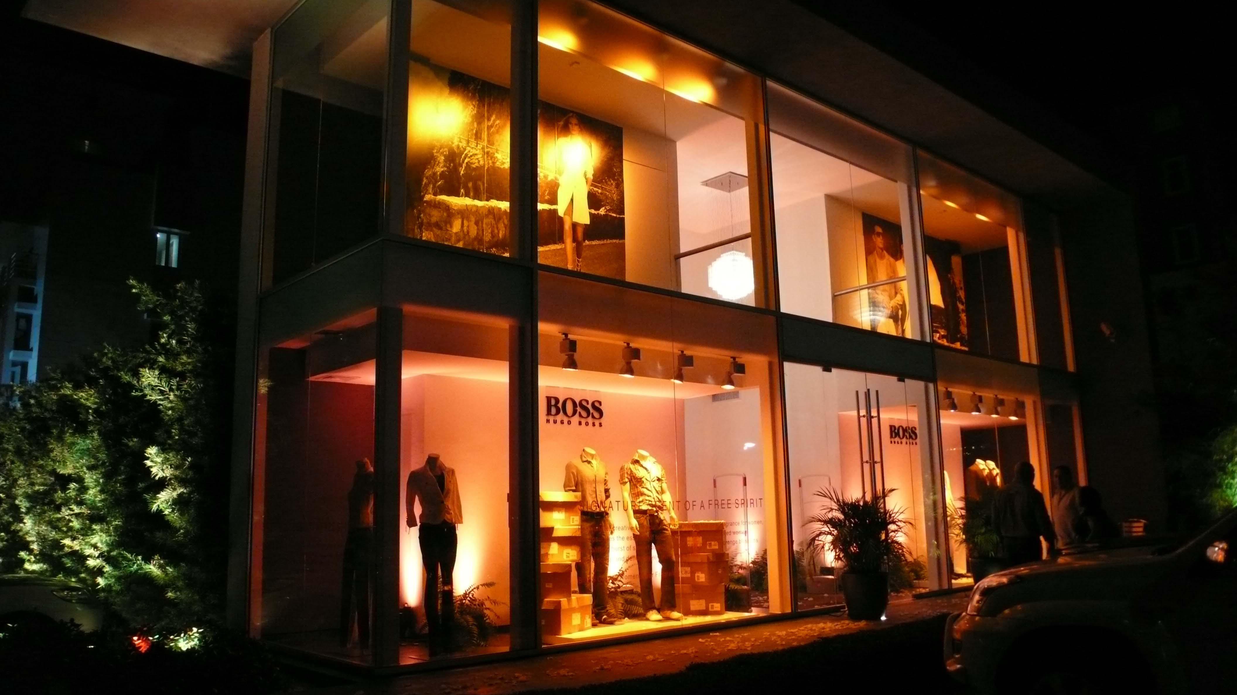 Iluminación Temática Cambio de Temporada, Tienda Hugo Boss, Santo Domingo